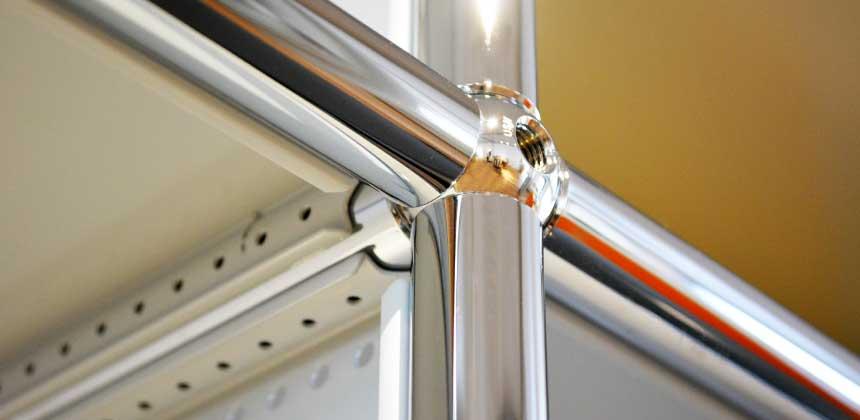 クローム加工された真鍮製のポール